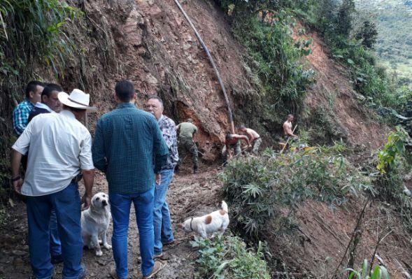 Vía de la vereda Gaitán Alto, ya está habilitada después de fuerte derrumbe