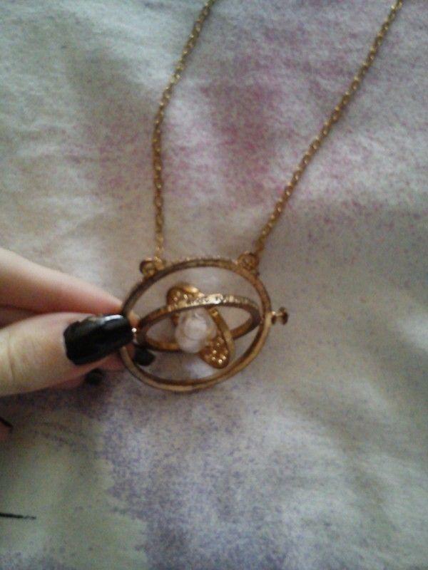 (*) POUZE PRODEJ (*) Prodám nový nenošený náhrdelník obraceč času.  + 50,- doporučené poštovné  Koukni i na další kousky v...