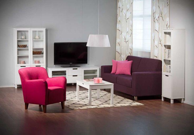 EMILIA® -huonekalusarjan nuorekas ilme syntyy vetiminä toimivista aukoista, erikokoisista laatikoista sekä pienessäkin tilassa toimivasta mitoituksesta.