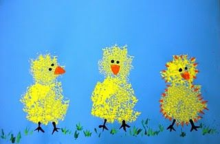 Sponge painted spring chicks. These remind me of one of our fav kid books, Ducky Dives In. <3