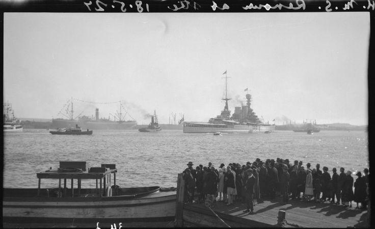 112095PD: Crowds view the arrival of HMS Renown, 1927 https://encore.slwa.wa.gov.au/iii/encore/record/C__Rb2214867