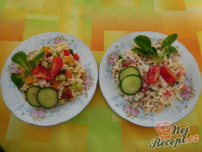 Těstovinový salát s medvědím česnekem