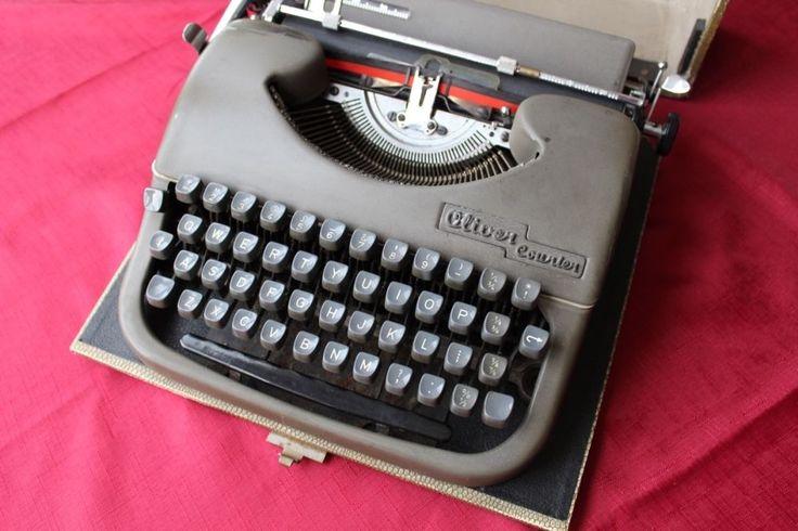Vintage Oliver Courier Cased Typewriter circa 1955 | eBay