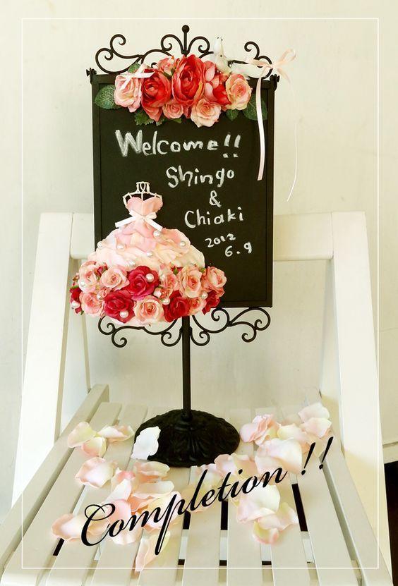 結婚式はお花いっぱいにしたいから♡たっぷりのお花が可愛すぎるウェルカムボードデザインまとめ*にて紹介している画像