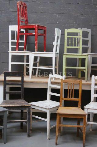 Stoel 40028 - We hebben een wisselend assortiment van brocante houten stoelen. Elke stoel is een uniek exemplaar. In verschillende kleuren, formaten en uitvoeringen. Benieuwd wat we momenteel hebben staan? Kom dan gauw langs!