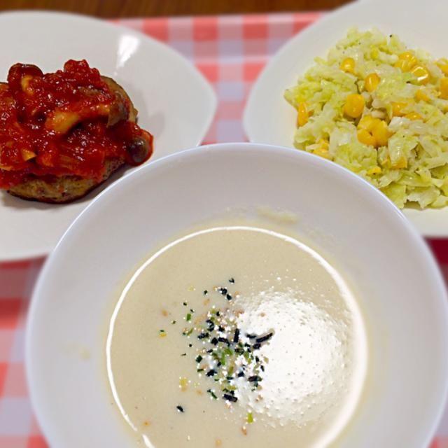 ママ友がキャベツを持ってきてくれたので。 - 5件のもぐもぐ - キャベツハンバーグのきのこトマトソース、カブのスープ、コールスローサラダ by satoforza