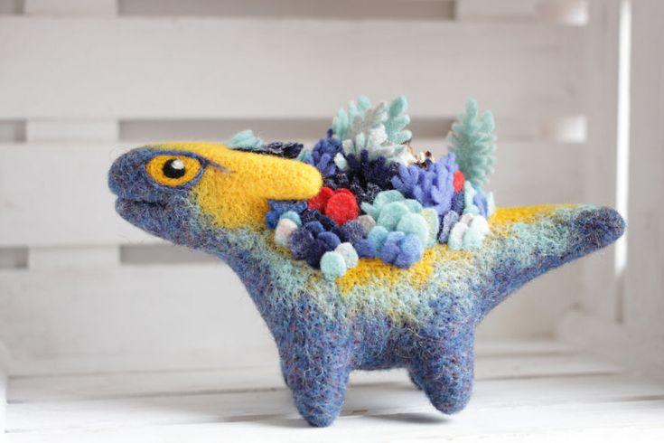 Artista russa cria esculturas de dragões adoráveis com feltro