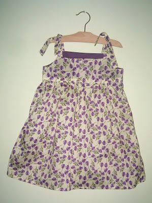 http://www.lasciarpachecanta.it/2011/06/cartamodello-vestito-bimba-per-lestate.html