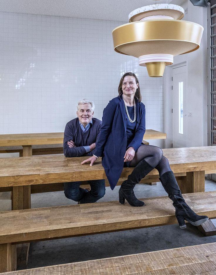 Als we straks geen lampen meer kopen maar licht, en geen wasmachines maar wasuren, is dat te danken aan een Duits-Nederlands koppel: Thomas Rau en Sabine O...