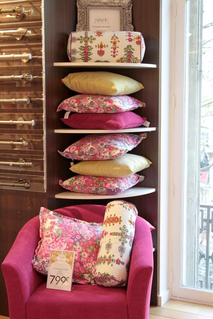 pillow display