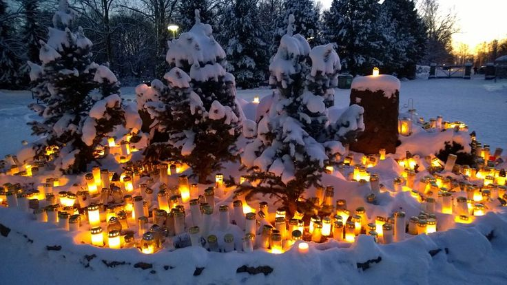 Malmi graveyard at Christmas time
