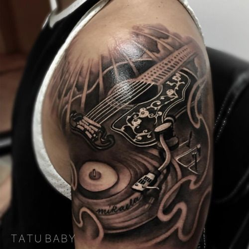 Tattoo que le hice a @luisfonsi  Guitar morphing into a turn table combining his passion for music. Few details we still have to add.For appointments EMAIL TATU-BABY@HOTMAIL.COM OR WWW.TATUBABY.COM  Done at @tilltheendtattoos  with @fkirons #spektrahalo...