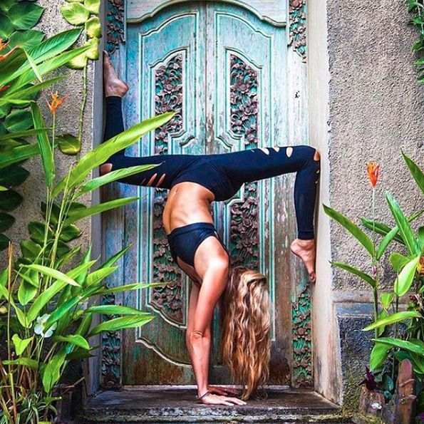 Location and yoga #Goals @ashleygalvinyoga & @aloyoga