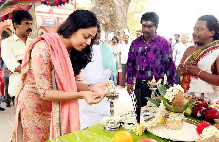 Check Out the Naachiyaar Pooja Stills !!     Naachiyaar is an upcomming movie directed by Bala. Ft. Jyothika, G V Prakash. Naachiyaar Pooja Stills attend by Jyothika, Sivakumar, Suriya, Ilayaraja, Director Bala. G V Prakash and whole crew.   Naachiyaar: WoodsDeck