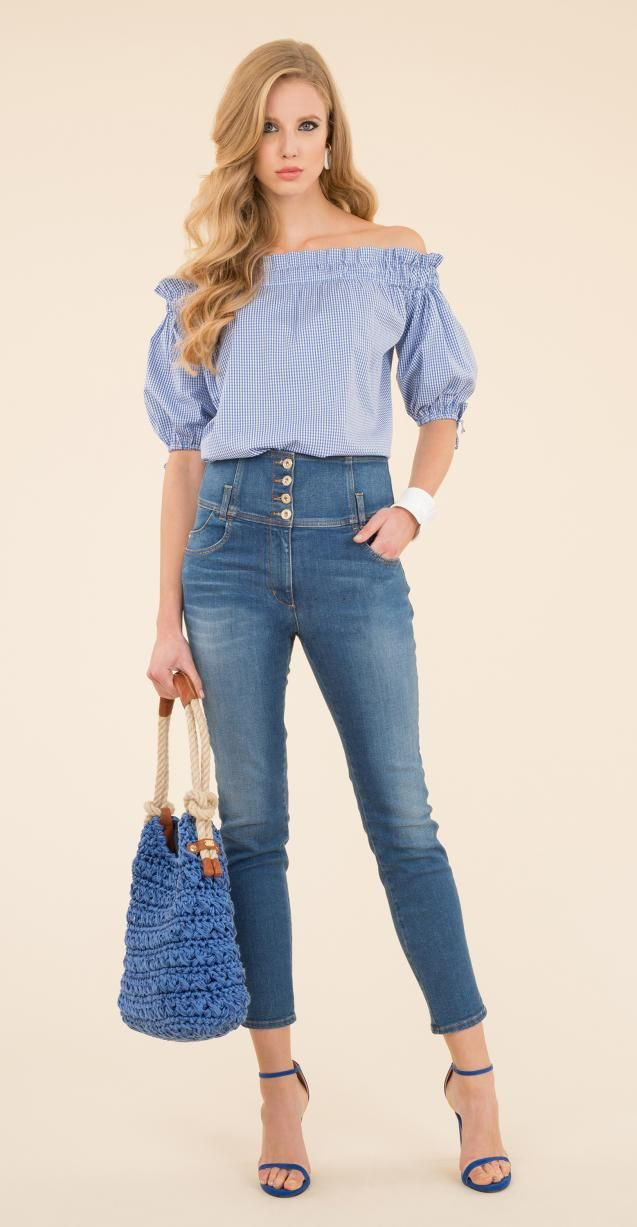Vichy cotton blouse, stretch high-rise skinny trousers, 5-pockets, ankle length, front zipper and button closure and belt loops, Ideologia bag.