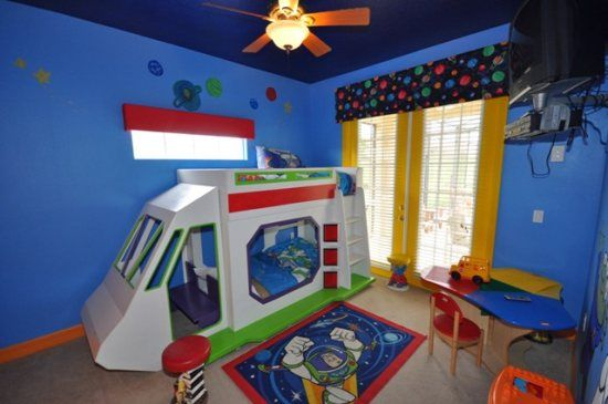 toy story themed bedroom in a homes4uu vacation home in orlando fl