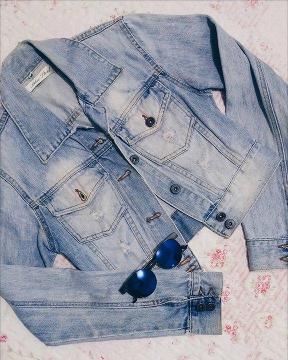 Jaquetinha jeans que comprei hoje em um brechó do centro de Porto Alegre. Pasmem mas paguei só R$ 1500 nessa lindeza!  Apaixonada! by biaaschultz http://ift.tt/27W7irs