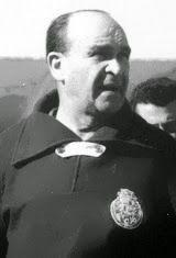 Béla Guttmann nasceu no dia 13 de Março de 1900 em Budapeste, Hungria. Começou por jogar futebol no MTK Hungaria na temporada de 1919/20, no clube húngaro permaneceu durante duas épocas e onde conquistou dois campeonatos da Hungria. Seguiu-se o S.C. Hakoah Vienna onde jogou cinco temporadas, tendo vencido o campeonato de 1924/25. Em 1926 rumou aos Estados Unidos da América, pais onde ficou durante seis anos e onde representou vários clubes, tendo ganho a National Challenge Cup de 1929 ao…
