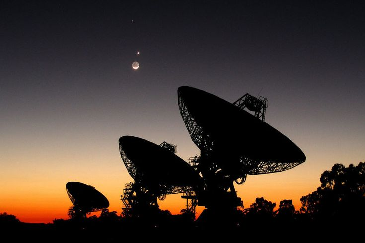 Mercury, Venus and the Moon behind the Australia Telescope Compact Array, Narrabi, New South Wales. Boom, Boom, BOOM!!! | 29 Pictures That Prove Australia's Skies Are Batshit Insane
