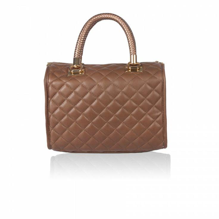 Γυναικεία δερμάτινη τσάντα Κωδικός 108-41 http://leathermall.eu/108-41-beige Barrel Bag - To βαρελάκι της Μ+Κ Τα βαρελάκια είναι εξαιρετικά chic αξεσουάρ που μπορεί να ολοκληρώσει τόσο μία επίσημη αμφίεση όσο και ένα casual look.
