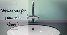 Wer lange Haare hat, weiß, dass zum Badezimmerputz auch das regelmäßige Abfluss-Reinigen der Dusche oder Badewanne gehört, zumindest wenn man nicht eines Tages eine Überschwemmung haben möchte.  Die Teilzeitazubine, selbst langhaarig und Opfer von verstopften Abflüssen, hat einige chemiefreie Hausmittel ausprobiert, um ihren Abfluss reinigen zu können.     Vorsorge ist besser als Na ...