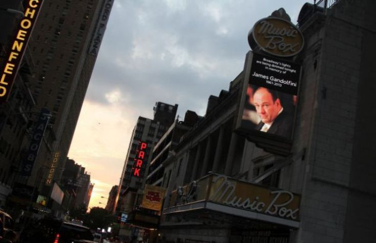 James Gandolfini, luci spente a Broadway in suo onore