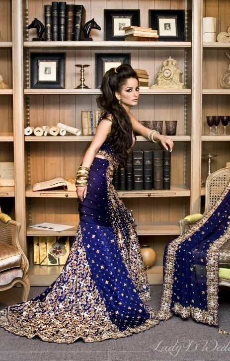 Beautiful Indian Brides, Indian Bride lehenga, lovely colour, really beautiful dupatta and nice embroderies