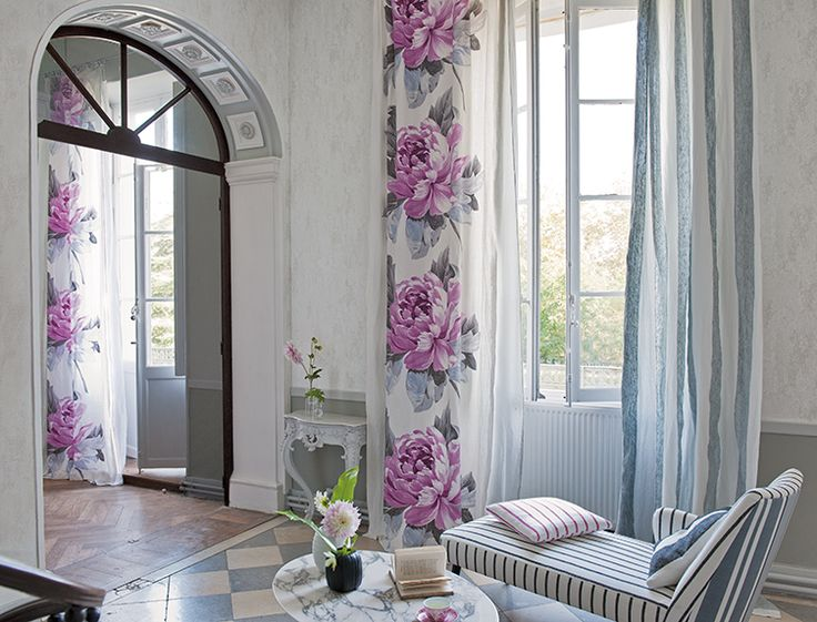 Flower curtains sofienberg fabric in magenta with pale for Designers guild bedroom ideas