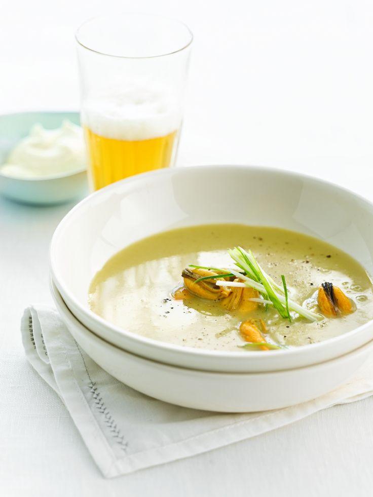 Mosselsoepje met La Chouffe http://njam.tv/recepten/mosselsoepje-met-la-chouffe