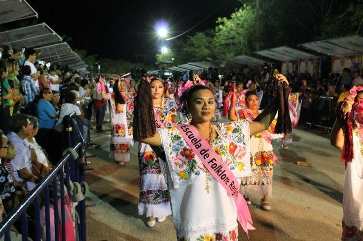 Recorrido histórico de danza y música, hoy en el Desfile Regional en Plaza Carnaval