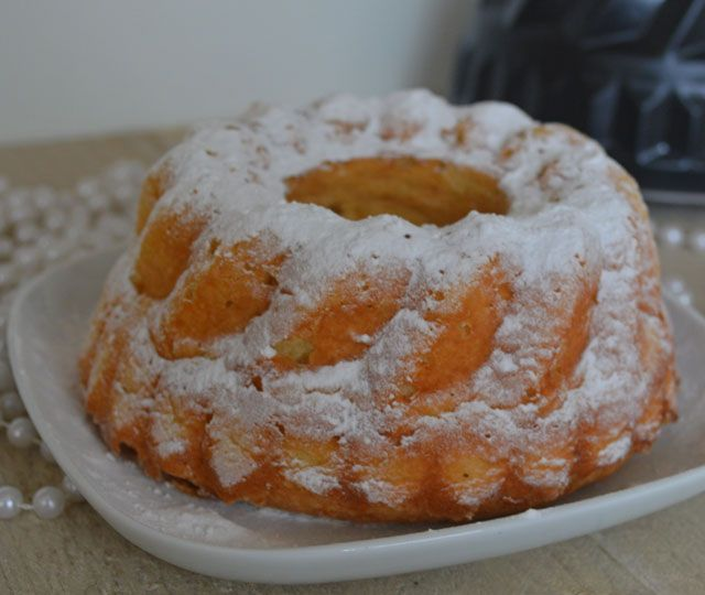 Moskovische tulband oftewel dé tulband. Een heerlijk luchtige, zacht zoete cake die niet mag ontbreken tijdens de feestdagen!