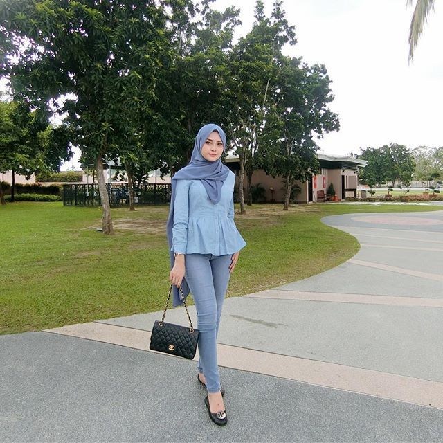 it's friday mood with blues jeans