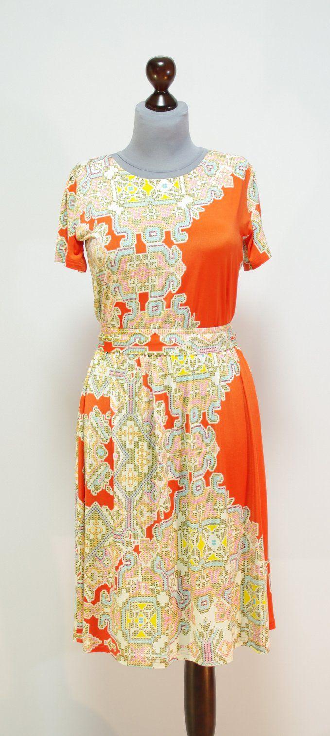 Оранжево-коралловое платье клеш трапеция