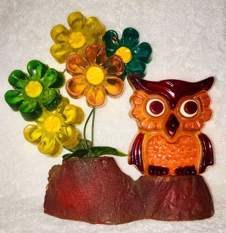 RETRO MOLDED LUCITE/ACRYLIC RESIN OWL-STRAIGHT FROM THE 60 ...