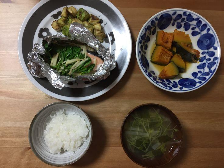鮭のホイル焼き ペペロンチーノ炒め かぼちゃの煮物 お味噌汁