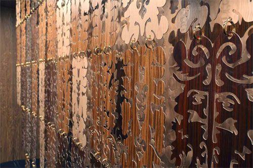 #design #interior #decor #дизайн #интерьер #archset #interiordesign  По заказу фабрики Marotte известный французский дизайнер Кристиан Лакруа разработал инновационную коллекцию декоративных деревянных панелей, стильную и элегантную одновременно. Таким образом, объединив язык индустрии моды и тонкие деревообрабатывающие технологии, Christian Lacroix создал богатую, впечатляющую и эклектичную коллекцию уникальных деревянных панелей, которая украсит любой дом.