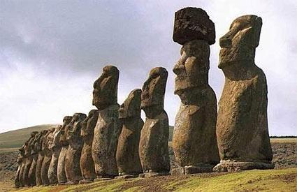 I Moai, giganti di pietra, dell'isola di Pasqua