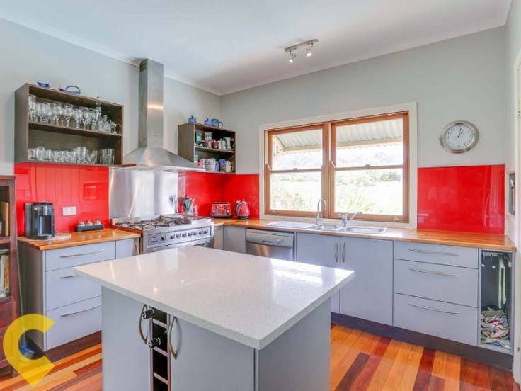 Mount Kilcoy Queenslander: large modern kitchen with new gas stove and dishwasher which makes entertaining and family dining a breeze. #queenslander #homes