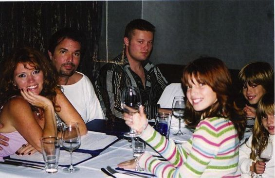 Bella when she was little, having dinner with her parents Tamara and Reinaldo, her brother Remy and her sister Dani.