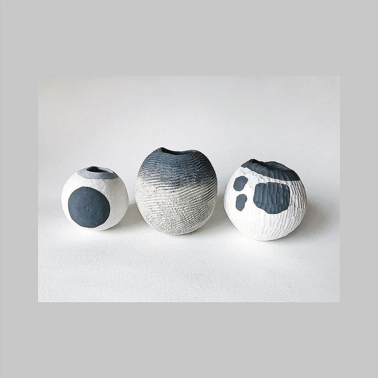 Porcelain and stoneware vessels approx 4-7cm . Say an extra prayer to the kiln gods for me that these three will make it to  @turning.earth Winter Ceramics Market 2/3 December (I will be there on the Sunday only)  11 Argall Avenue E10 12-6pm . #tamaragomezstudio #spiritinspired #makersmovement #craftanddesign  #thehandmademovement #cockpitarts #metalandclay  #turningearth #turningearthuk #handmadeceramics #pottery #londonmakers #crafts #craftmansship #madeinlondon #londonmade #clay…