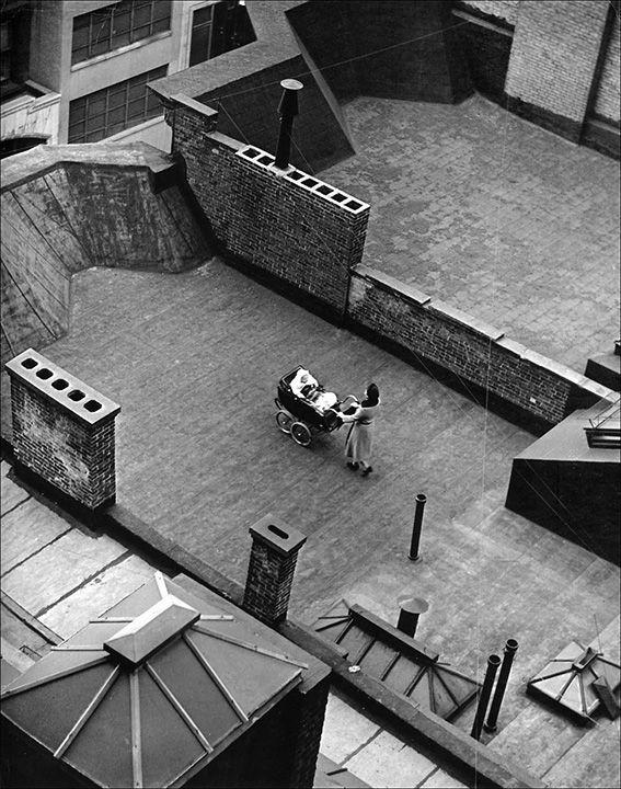 .Martin Munkácsi Photography  -  Roofs and Baby,  photo 1940