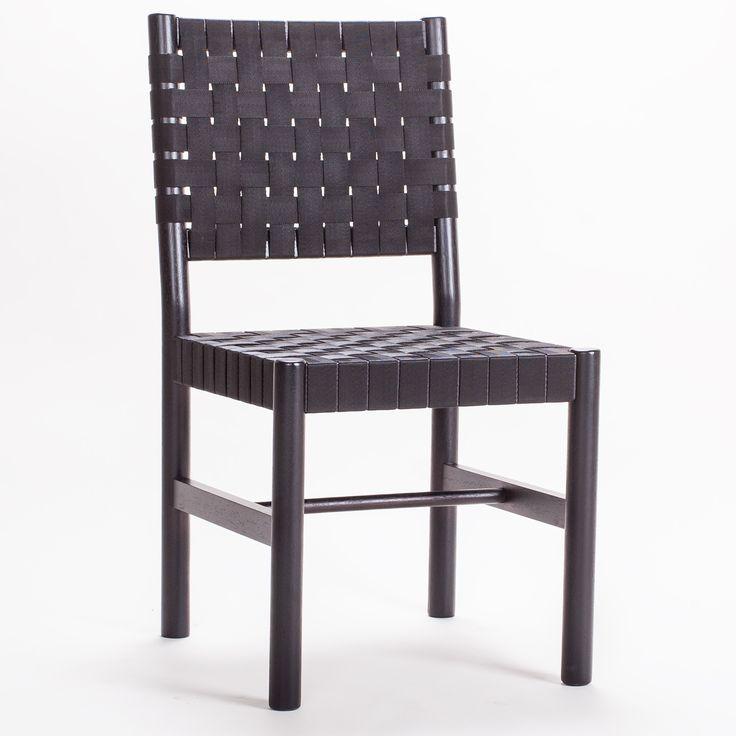 Milo A22 stol från Decotique. Denna vackra stol är tillverkad av massivt trä och har ...