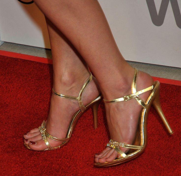Jessica Lowndes's Feet << wikiFeet
