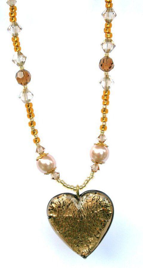 Halssmycke med glaspärlor, Swarovski och Lampworks hjärta.