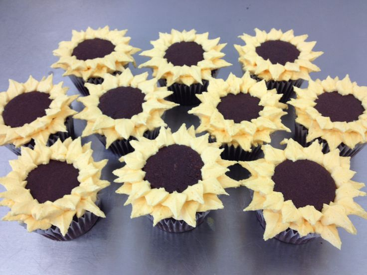 We don't often make cupcakes but we were very pleased to be able to make these lovely sunflowers for one of our regular customers