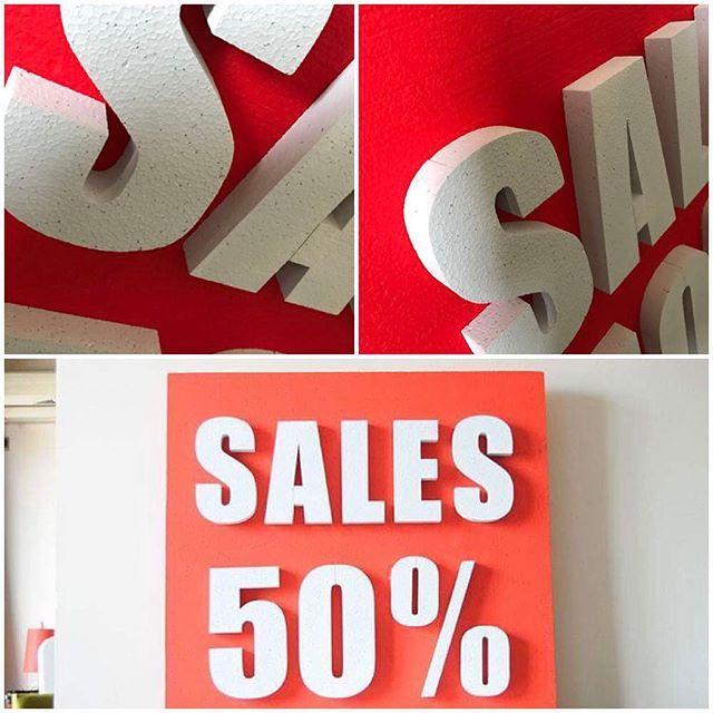 Our sales sign is on #SALE! 50% έκπτωση στην αρχική της τιμή, τώρα μόνο €35! Διάσταση 78x78 εκ. 8 εκ. πάχος. Κατάλληλη και πανάλαφρη κατασκευή έτοιμη να κρεμαστεί από ταβάνι σε βιτρίνα μαγαζιού! Για περισσότερες πληροφορίες καλέστε μας στο 6939 051709 #vitrina #red #white #felizol #3d #φελιζόλ