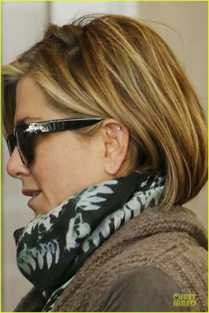 Jennifer Aniston with her low lights and highlights, very pretty.