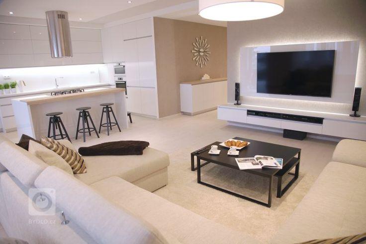 Interiér tohoto prostorného bytu v Bratislavě dýchá elegancí. Při tvorbě konceptu jsme velmi citlivě volili tonalitu barev a dbali na tvarovou a hmotovou jednoduchost. Nábytek ve vysokém bílém lesku je vždy v interiéru synonymum čistoty a nadhledu. Důraz kladen na funkčnost zefektivnil úložné prostory celého bytu. Bodová svítidla v podhledech diferencují stěžejní prostory denní zóny.