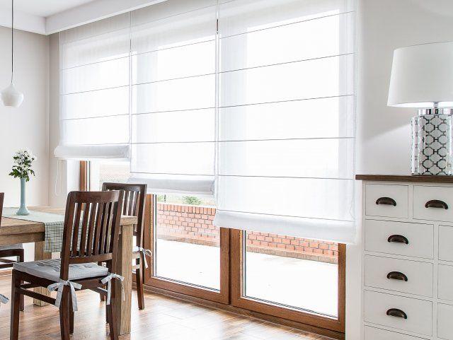 rolety rzymskie, białe styl nowoczesny, dekoracje okna modne firany, dekoria