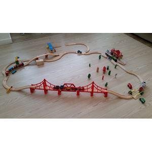 BRIO togbane, med meget tilbehør sælges. Der er mange